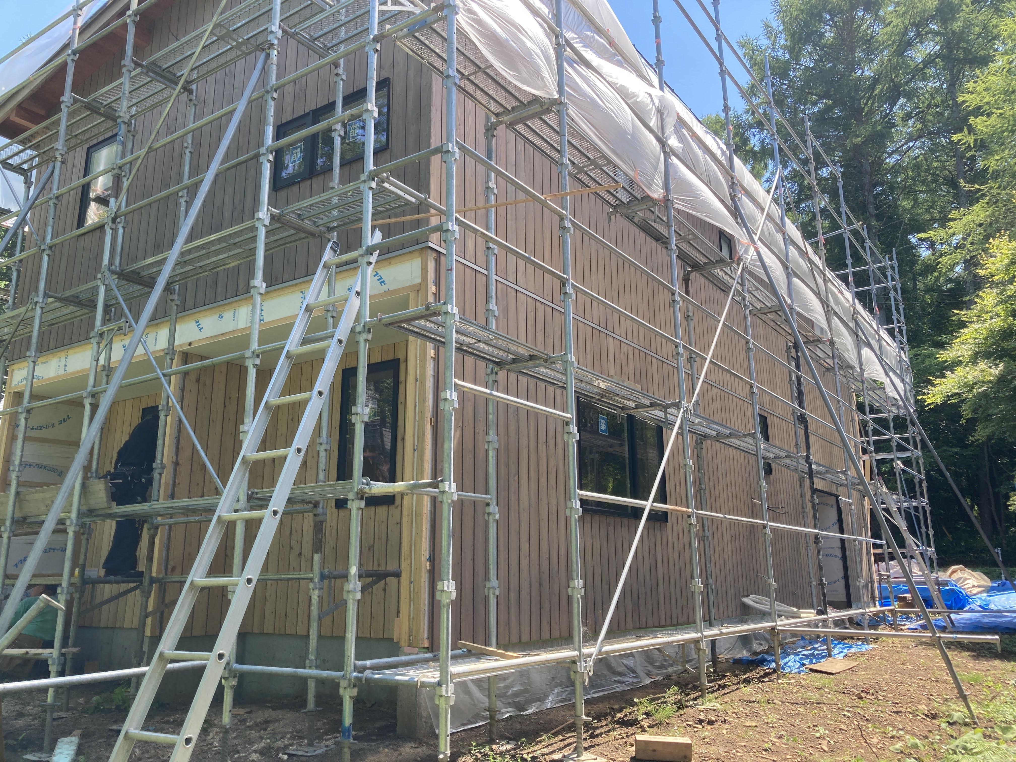 外壁の塗装はシルバーグレー